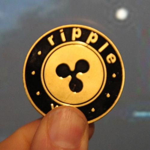 Рипъл - метален сувенир, в златист цвят