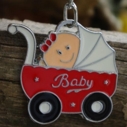 Бебе в бебешка количка - метален сувенир