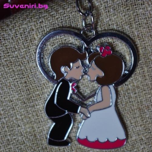 Младоженци - метален сувенир