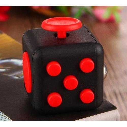 Шаващ куб - антистрес сувенир, подходящ за хора, които много нервничат
